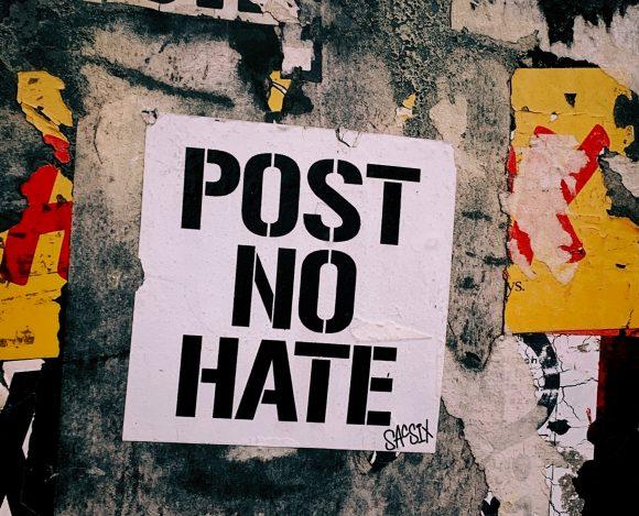 Хомофобията и речта на омразата в социалните мрежи – нарушение на правата на човека